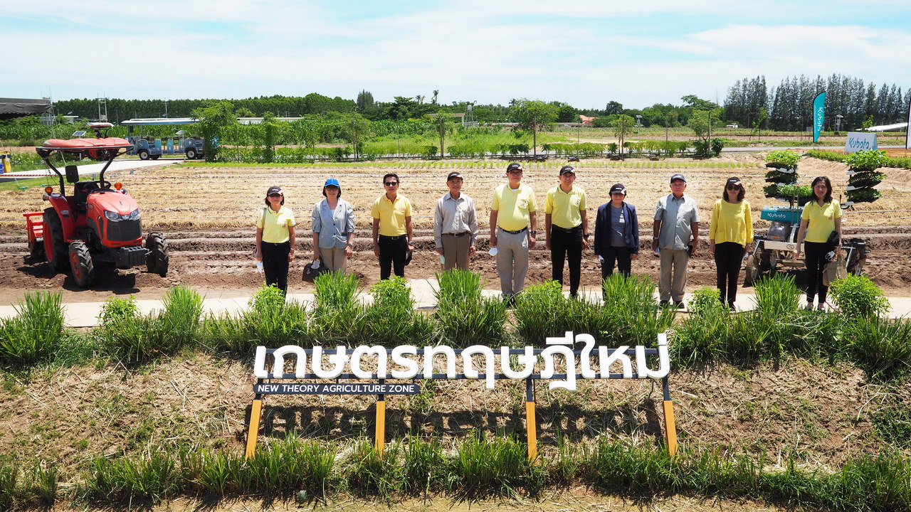 Privy Councilor Professor Doctor Kasem Wattanachai and team visits KUBOTA FARM to collaborate across the agricultural innovation